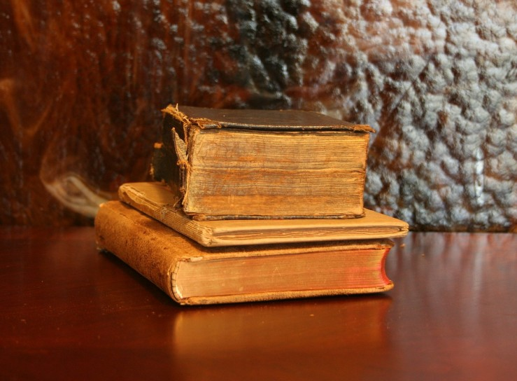 books-22832_1280
